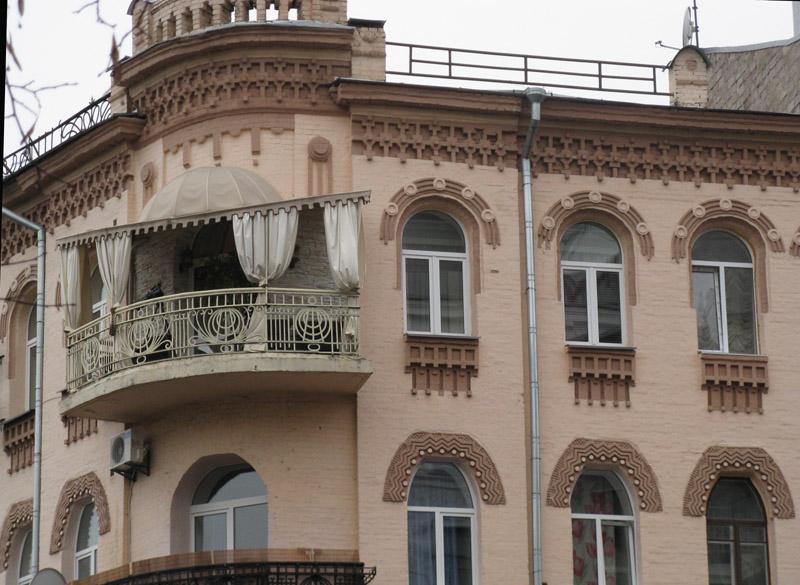Кирпичный дом XIX века прекрасно сохранился до наших дней