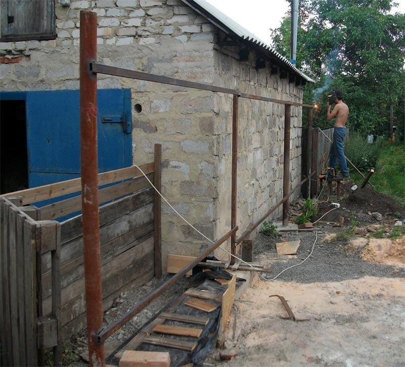 Сварочные работы при строительстве забора из профнастила