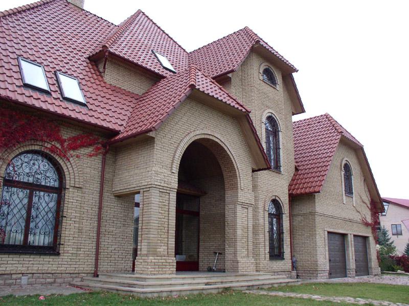 Современный дом из светлого кирпича