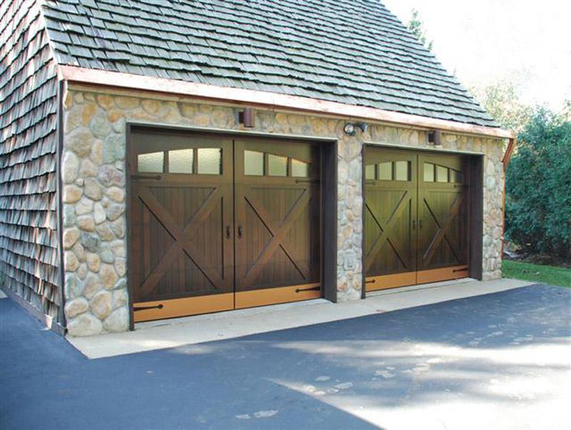 Отдельностоящий гараж может быть рассчитан на несколько машин