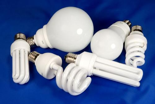 Использование энергосберегающих ламп вместо обычных экономит электроэнергию