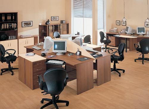 Размещение компьютерного стола в офисе